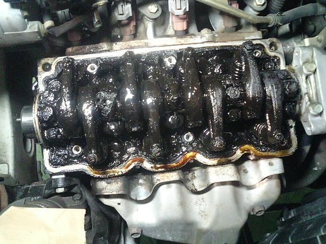 2万キロ以上オイル交換をしなかったエンジン内部