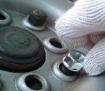 ホイールナットが渋い場合の修理方法