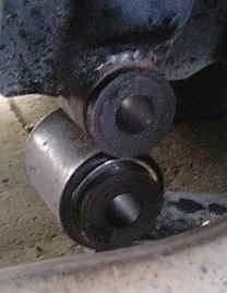 リーフスプリングのシャックルブッシュのガタと交換