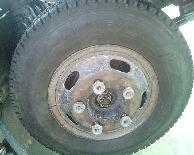 トラックのリング付きホイール