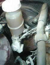 ブレーキマスターシリンダーからの激しいオイル漏れ