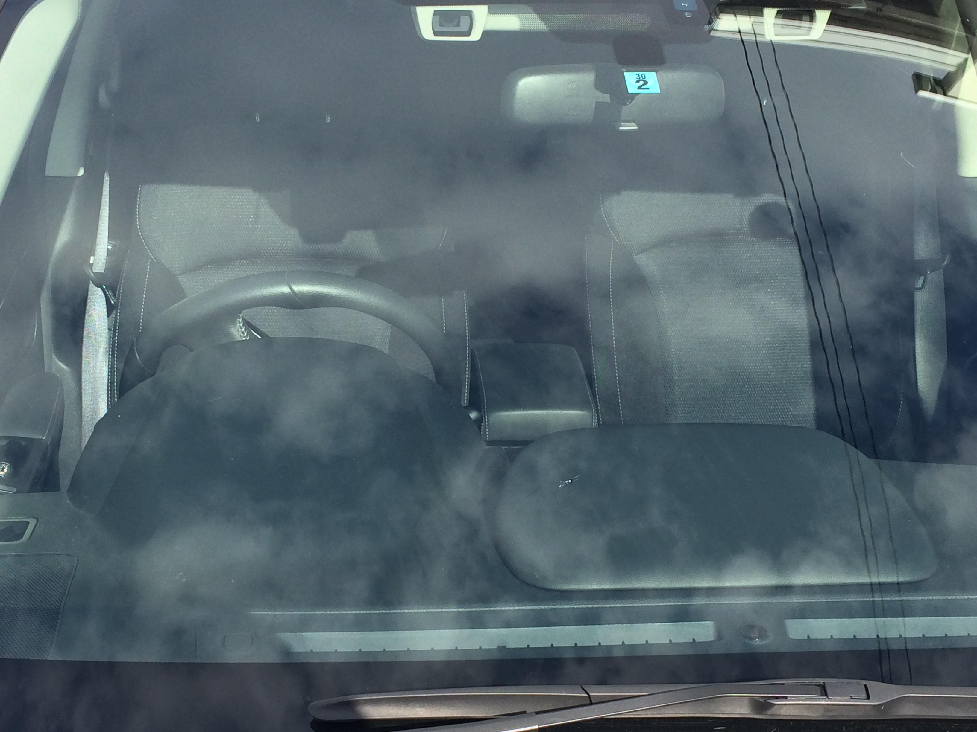 アイサイトなどガラス部分にカメラをつけている車のフロントガラス交換は高額な件