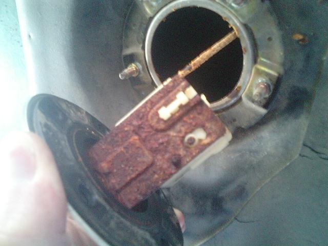 金属製の燃料タンクに要注意。たまには水抜き剤を入れる価値あり