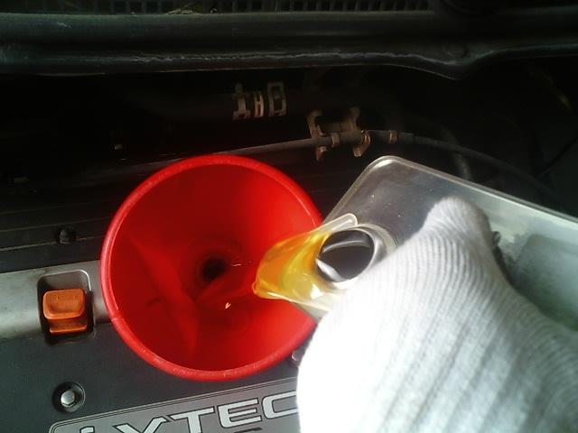 最近の車はエンジンオイルの交換一つとっても難しくなっているということ