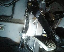 クラッチペダルを踏むと「キーキー」音がなる場合の修理法