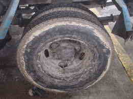 純正以外のタイヤは車検は大丈夫?