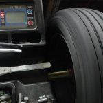 ホイールバランサー タイヤのホイールバランスを取る工具