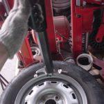 タイヤチェンジャー タイヤを組み替えるのに必要な大型工具