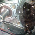 オイルポンプとは? エンジンオイルを圧送するポンプ