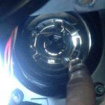 サンバー ヘッドライトバルブ交換は運転席側がやりにくい