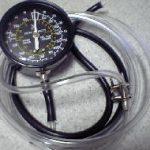 バキュームゲージ エンジンの負圧を測定するゲージ