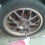 タイヤの空気を入れすぎるとどうなる?