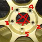 タイヤのネジは対角線上に締め付けよう!