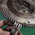 サンバー TT2 エンジン始動時ギャギャギャ音 フライホイール・オーバーランニングクラッチ交換
