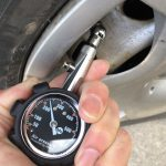 車の空気圧チェックの方法は簡単!定期的にチェックで燃費向上!お勧めエアゲージはこちら