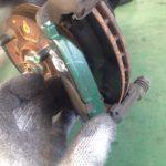 車のブレーキからキー音がしたら要注意!キーキー音の原因と修理費用は?