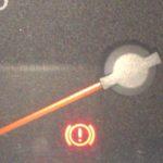 ブレーキ警告灯・赤いびっくりマークがたまに点灯する原因と対策方法