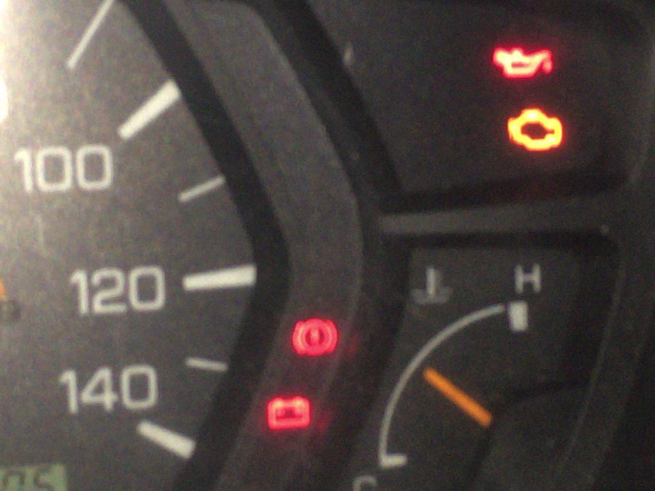 エンジン オイル 警告 灯 エンジンオイルの警告灯が点く理由とは?対処法や予防策を解説