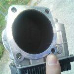 エンジンを回さないとカーボンが溜まり不調になる!真っ黒になったスロットルと不調について
