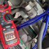 クランプ型電流計を使って、アーシングしたポイントを測定!その結果見えてきたこととは?